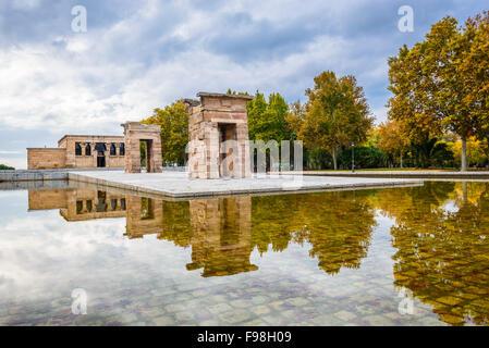 Madrid, Spagna. Templo de Debod, donati da Egitto, dedicato alla dea Iside, in Philae, costruito nel II secolo A.C. Foto Stock