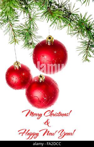 Decorazione di natale con il verde di pino o abete rosso e sfera roud ornamenti per albero di Natale con la formazione Foto Stock