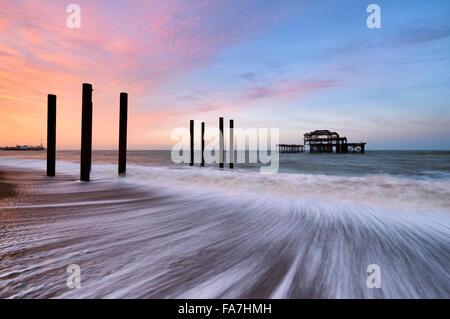 I resti di Brighton il molo Ovest Foto Stock
