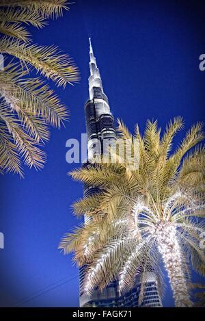 Il Burj Khalifa,, è un grattacielo megatall in Dubai, UAE è il più alto struttura artificiale nel mondo, in piedi Foto Stock