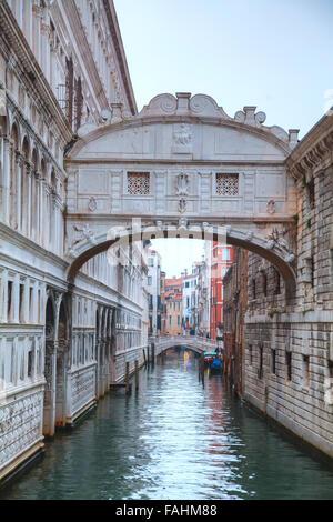 Ponte dei Sospiri a Venezia, Italia al sunrise