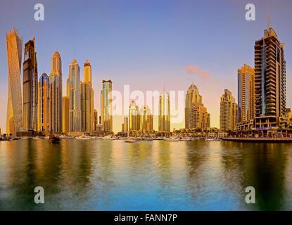 Skyline tramonto foto scattata a Dubai Marina Foto Stock
