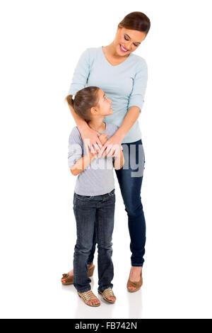 Bella madre in piedi con la sua figlia carino Foto Stock