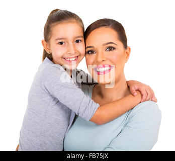 La donna che porta la sua bambina isolati su sfondo bianco Foto Stock
