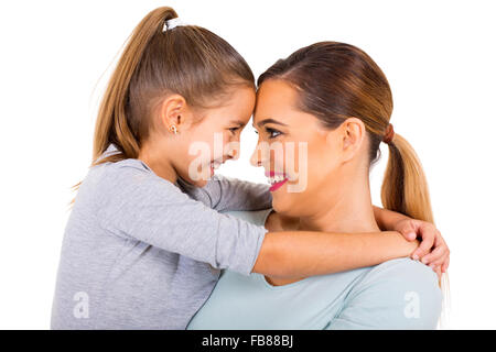 Close up ritratto di madre e figlia guardando ogni altro Foto Stock