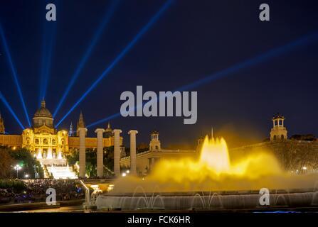 La Fontana Magica di Montjuic è una fontana situata in corrispondenza della testa di Avenida Maria Cristina, nel Foto Stock