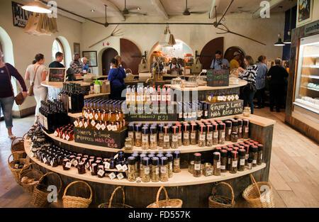 Fairview Deli Shop con degustazione di formaggi in Paarl, Cape - Africa del Sud Foto Stock