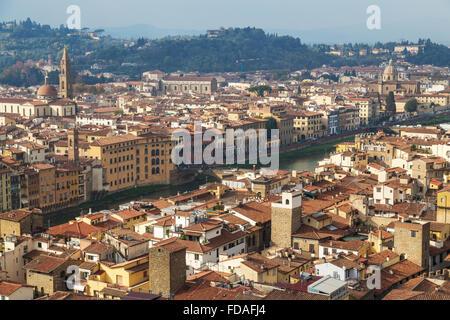 Vista di tutta la città con il fiume Arno, Firenze, Toscana, Italia Foto Stock