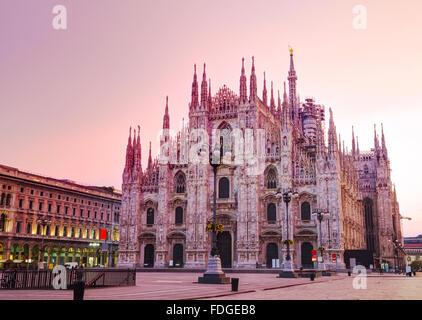 Il Duomo di Milano, in Italia di sunrise