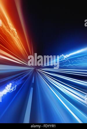 Super veloce. fast light trails accelerando nel lontano paesaggio. Foto Stock