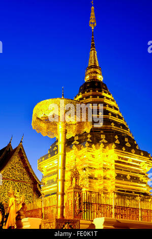 Golden chedi di Wat Phra That Doi Suthep, Chiang Mai, Thailandia Foto Stock