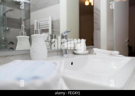 Set Da Bagno Moderno : Hotel bagno lavandino toccare asciugamani e set da bagno bagno