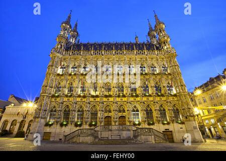Famoso municipio gotico nella luce della sera, Leuven, Belgio Foto Stock