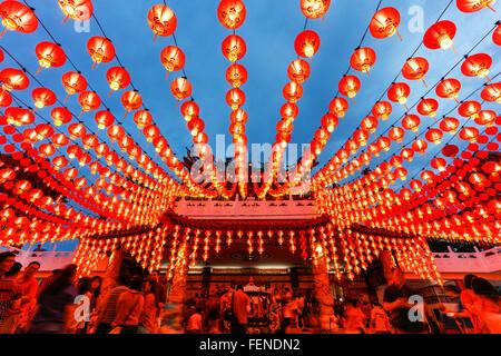 Le lanterne di Thean Hou tempio durante il Nuovo Anno Cinese, Kuala Lumpur, Malesia. Foto Stock