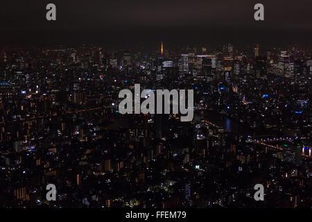 Tokyo, Giappone, Asia. Vista panoramica della città di notte da Skytree torre. Asian paesaggio urbano, Giapponese Foto Stock