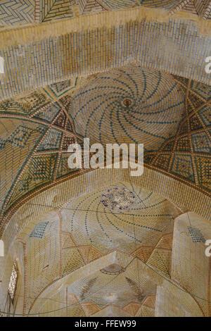 Tetto a cupola della storica Vakil Bazaar, Shiraz, Iran Foto Stock