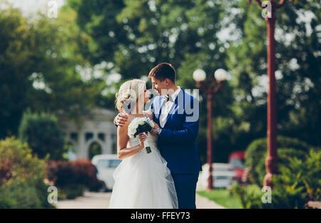 Bellissimo matrimonio giovane visitatore occasionale Foto Stock