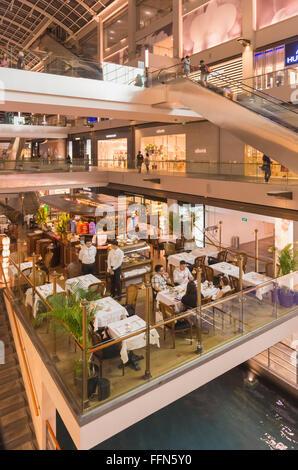 Ristorante presso il Marina Bay Sands Shopping Mall, Singapore, Sud-est asiatico Foto Stock