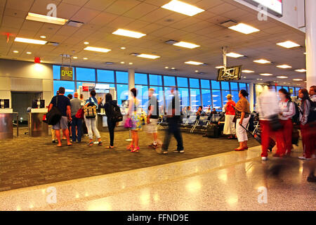 Passeggeri a Toronto Pearson International Airport Foto Stock