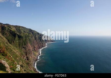 Geografia / viaggi, Portogallo, Madera, Ponta do Pargo, Oceano Atlantico, ripida costa, Additional-Rights-Clearance Foto Stock