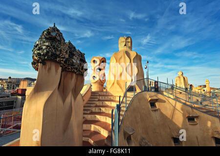 Progetto di Gaudi. Terrazza sul tetto e la terrazza della Casa Mila (noto anche come La Pedrera) Foto Stock