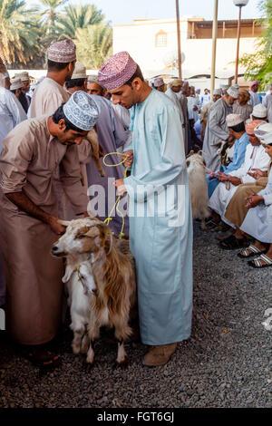 Il venerdì il mercato del bestiame, Nizwa, Ad Dakhiliyah Regione, Oman Foto Stock