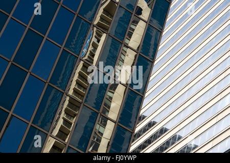 Vista astratta di riflessione del grattacielo di Chicago Foto Stock