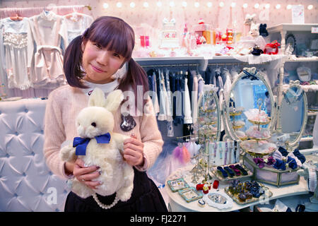 Ragazza giapponese (kawaii tendenza moda) a Laforet Harajuku , Tokyo Foto Stock