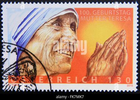 AUSTRIA - circa 2010: un timbro stampato in Austria che mostra un'immagine di Madre Teresa, circa 2010. Foto Stock