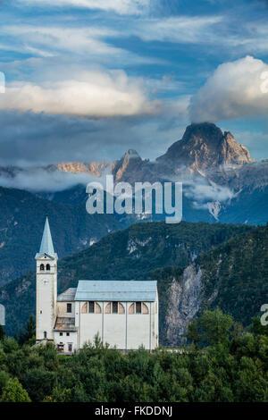 La chiesa a Venas, montagne dolomitiche, Provincia di Belluno, Veneto, Italia Foto Stock