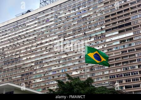 Blocco di grandi dimensioni (Conjunto Nacional builiding) con aria esterna unità condizionatore su Paulista Avenue, Foto Stock