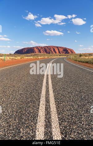 Uluru (Patrimonio Mondiale dell'UNESCO), Uluru-Kata Tjuta National Park, il Territorio del Nord, l'Australia Foto Stock