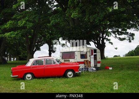 Campeggio classico negli anni settanta Morris Oxford a Charlbury Costwolds Regno Unito