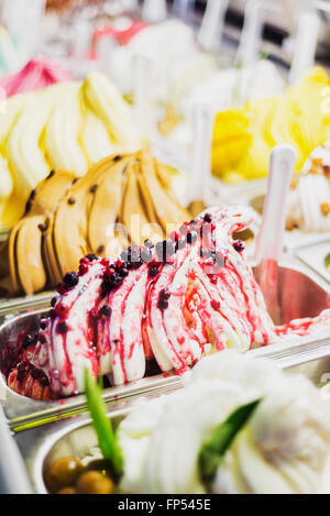 Classic gourmet Italiani gelatto gelato Gelato display in negozio Foto Stock