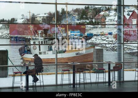 Cafe presso il terminale in motoscafo a Finnsnes. Una piccola città situata nel comune di Lenvik nella contea di Foto Stock