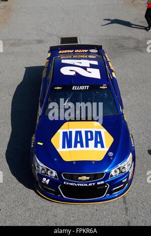 Fontana, CA, Stati Uniti d'America. Xviii Mar, 2016. Fontana, CA - Mar 18, 2016: Chase Elliott (24) Pratiche per il Club Auto 400 presso l'Auto Club Speedway di Fontana, CA. Credito: csm/Alamy Live News