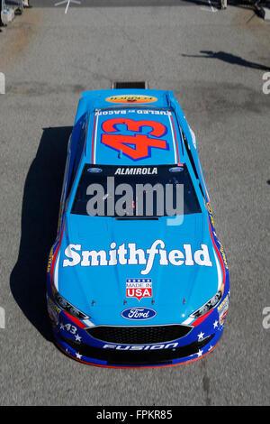 Fontana, CA, Stati Uniti d'America. Xviii Mar, 2016. Fontana, CA - Mar 18, 2016: Aric Almirola (43) Pratiche per il Club Auto 400 presso l'Auto Club Speedway di Fontana, CA. Credito: csm/Alamy Live News