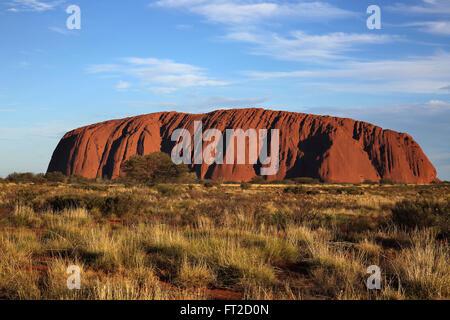 Tramonto a uluru nel territorio del nord Australia Foto Stock