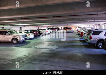 Florida FL Miami Coral Gables parcheggio pubblico in garage parcheggio auto interno Foto Stock