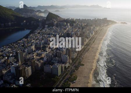 Vista aerea della spiaggia di Ipanema e la Lagoa Rodrigo de Freitas sinistra Foto Stock