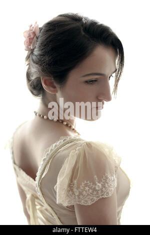 Storico di giovane donna bruna Foto Stock