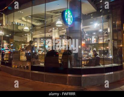 Uno Starbucks in Greenwich Village di New York Martedì, Marzo 29, 2016. (© Richard B. Levine) Foto Stock