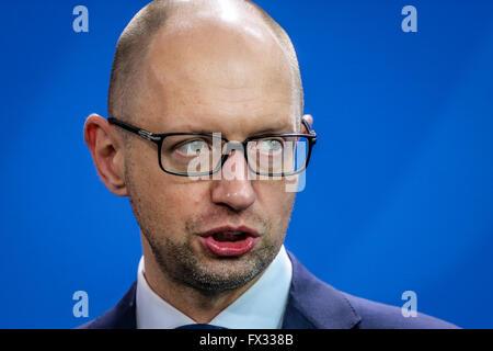 Berlin, Berlin. Decimo Apr, 2016. File foto prese su Ott. 23, 2015 mostra ucraino il Primo Ministro Arseniy Yatsenyuk Foto Stock