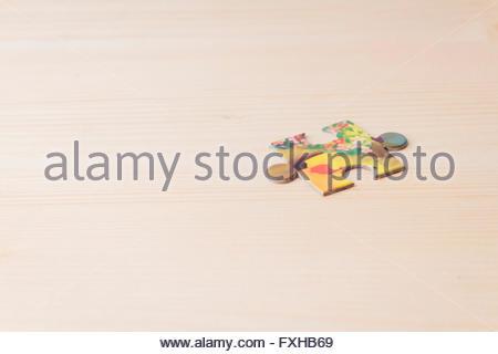 Colorato i pezzi del puzzle Foto Stock