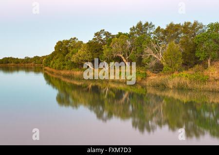 Albert River a Burketown sulla famosa strada di Savannah. Foto Stock