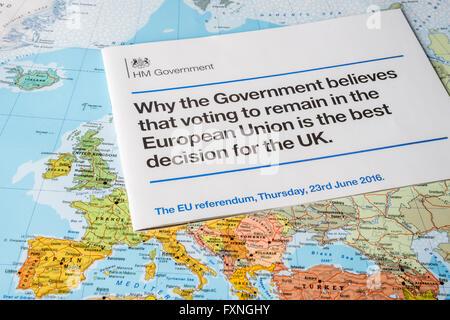 Opuscolo di governo circa Brexit in favore di stare in UE Foto Stock