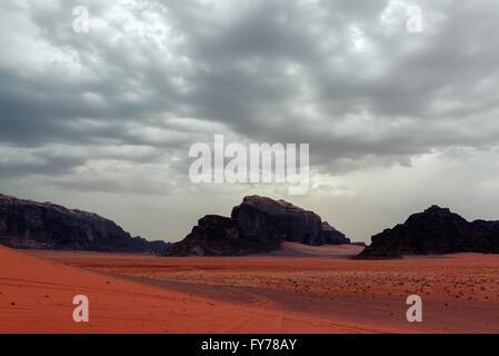 Tempesta di sabbia nel Wadi Rum desert Foto Stock