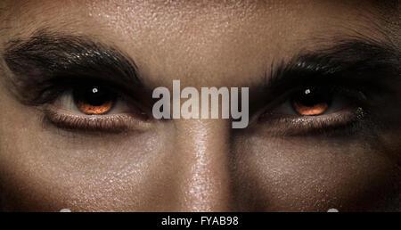 Uomo di feroce occhi Foto Stock