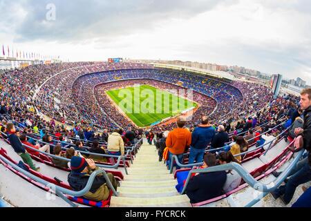 Barcellona - Feb 21: una vista generale del Camp Nou Stadium in la partita di calcio tra Futbol Club Barcellona Foto Stock