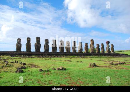 Moai statue a Ahu Tongariki, Isola di Pasqua, Cile Foto Stock